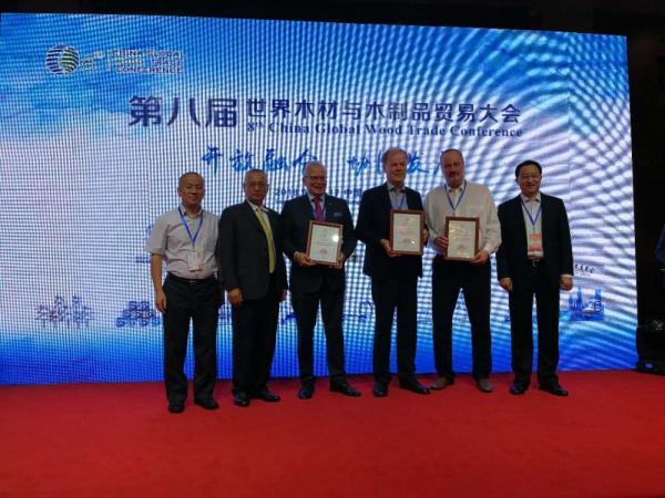 """Sahateollisuus ry:n ja Business Finlandin """"Wood From Finland"""" -ohjelma palkittiin Kiinassa"""